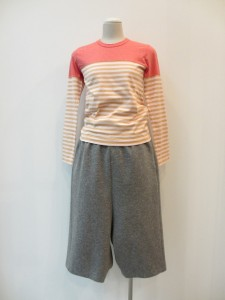 コムコム : Tシャツ ¥15225 / ¥16275