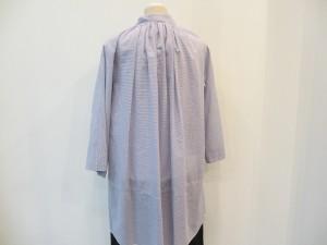 tricot : ブラウス ¥35700 (ブルー/ 白)