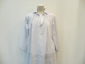 tricot : ブラウス ¥35700 (白 / ブルー)