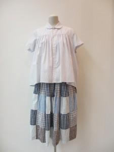 tricot : ブラウス ¥24150 (白/ブルー)