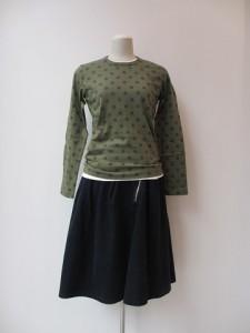 tricot : Tシャツ ¥23100 (オリーブ)