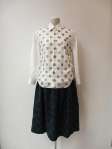 tricot : ブラウス ¥28350 (オフ白/黒×白)