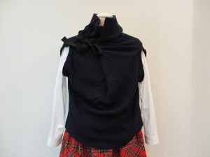 tricot : ニット ¥33600 (紺)