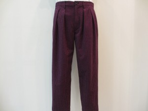 tricot : パンツ ¥27300 (パープル/黒)