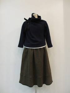 tricot : ニット ¥39900 (紺)