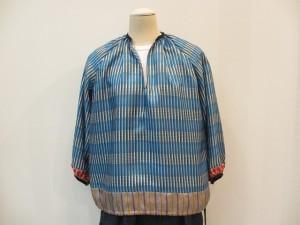 tricot : ブラウス ¥43050 (ブルー)