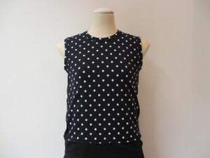 コムコム : Tシャツ ¥17280 (ノースリーブ)