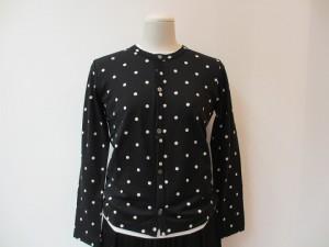 コムコム : Tシャツ ¥32400 (黒×白 水玉柄  )