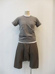 コムコム : Tシャツ ¥14040 (グレー)