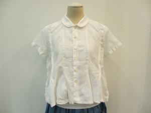 tricit : ブラウス ¥32400 (白)