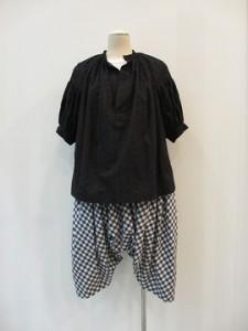 tricot : パンツ ¥33480 (ネイビー×オフ白)