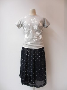 コムコム : Tシャツ ¥12420 (ライトグレー×白)