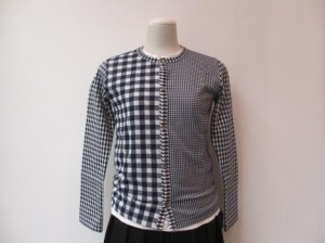 コムコム : Tシャツ ¥20520 (紺)