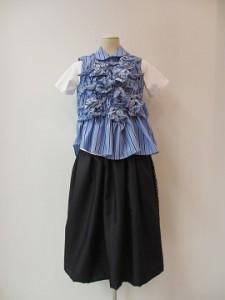 tricot : ブラウス ¥44280 (ブルー/黒)