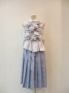 tricot : スカート ¥42100 (ブルー/白)