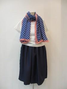tricot : ストール ¥21600 (ブルー/白×赤)