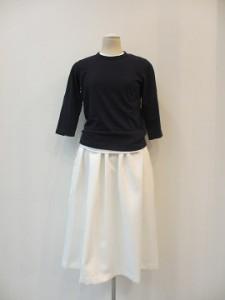 tricot : スカート ¥27000 (白)