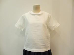 tricot : ブラウス ¥19440 (白)
