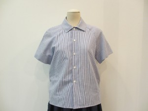 tricot : ブラウス ¥20520(ブルー/白)