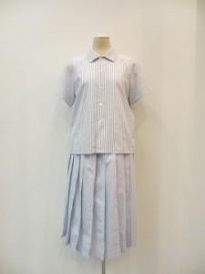 tricot : ブラウス ¥20520 (白/ブルー)