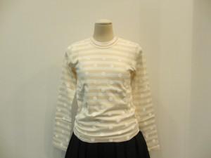 コムコム : Tシャツ ¥21600 (オフ白/ベージュ×白)