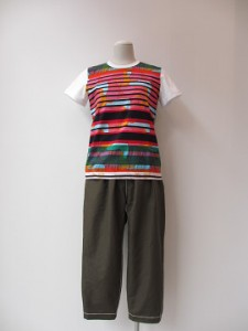 tricot : Tシャツ ¥29160  (柄×TOPグレー×白)