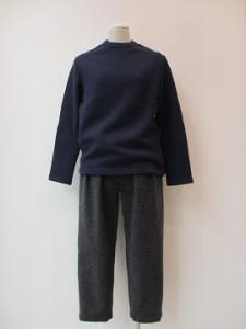 tricot : Tシャツ ¥28080 (紺)