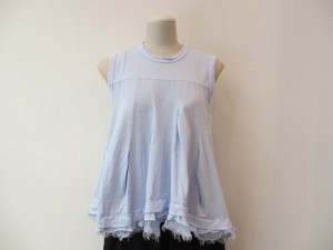 tricot : Tシャツ ¥27000   (サックス)
