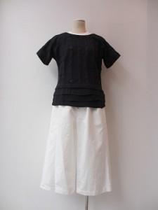 tricot : パンツ ¥32400 (白)