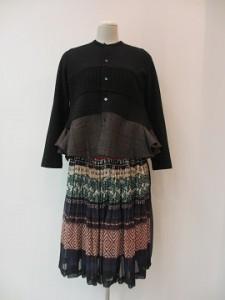 tricot : スカート ¥59400 (A柄×黒)