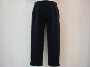tricot : パンツ ¥35640 (紺)