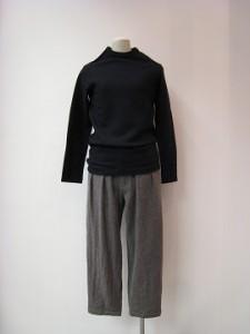 tricot : Tシャツ ¥21600 (紺)