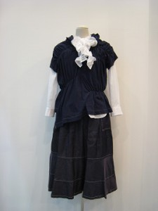 tricot : Tシャツ ¥39960 (紺)