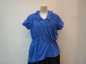 tricot : Tシャツ ¥39960 (ブルー)