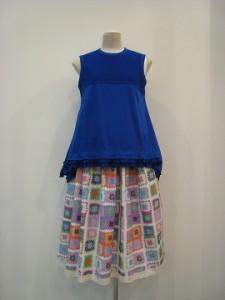 tricot : Tシャツ ¥32400 (ブルー)