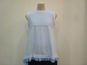tricot : Tシャツ ¥32400 (サックス)