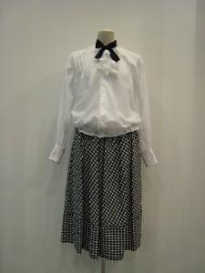 tricot : スカート ¥41040 (紺/白)