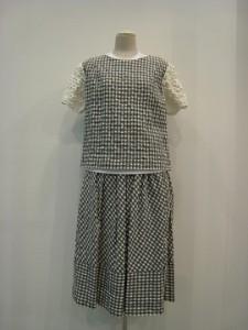 tricot : ブラウス ¥42120  (グレー/白×白)