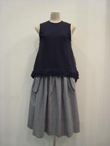 tricot : ブラウス ¥42120 (紺/白×紺)