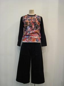 tricot : Tシャツ ¥22680 (黒×マルチ)