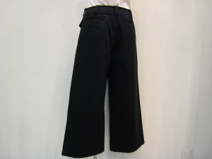 tricot : パンツ ¥39960 (黒)