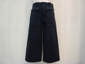 tricot : パンツ ¥39960 (紺)