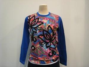 tricot : Tシャツ ¥22680 (ブルー×マルチ)