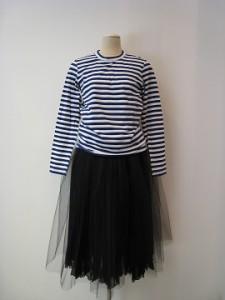 tricot : Tシャツ ¥18360 (紺×白)