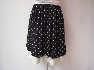 コムコム : スカート ¥41040  (黒×生成)
