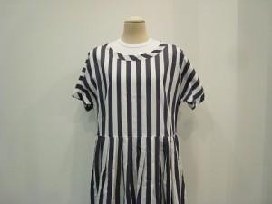 tricot : ワンピース ¥59400 (紺×白)