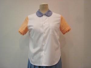 tricot : ブラウス ¥20520 (白×ブルー×オレンジ)