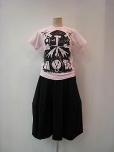 コムコム : Tシャツ ¥11880 (ピンク/黒)