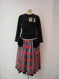 tricot : Tシャツ ¥36300 (黒×NO.61)