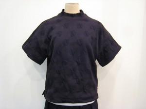 tricot : Tシャツ ¥27500 (黒)